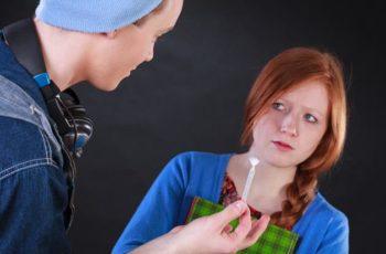 Álcool e drogas resultam em menor grau de escolaridade