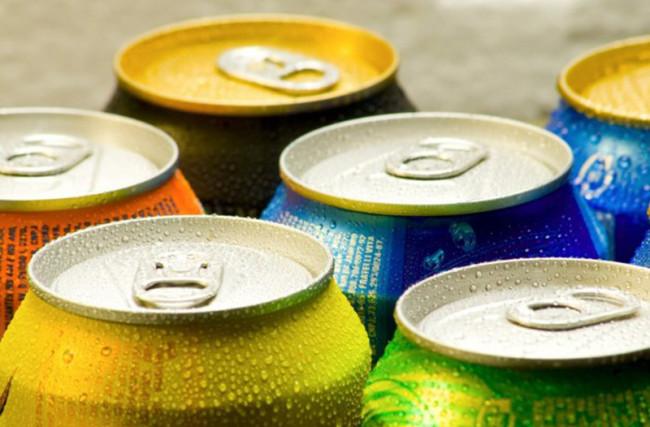 Refrigerante: açúcar e acidez acabam com o corpo