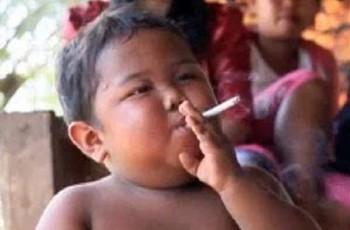 Criança ex-fumante luta contra novo vício: comida