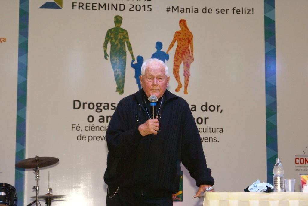 O primeiro palestrante do evento foi, justamente, o Padre Haroldo Rahm, colaborador aqui, do PEDQ